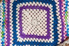 钩针编织羊毛毯子的背景图象 免版税库存图片