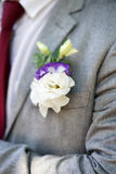 钮扣眼上插的花 婚礼辅助部件 库存图片