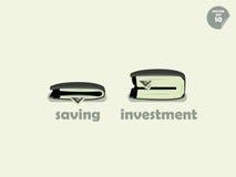 钱包在储蓄和投资之间的金钱比较 图库摄影