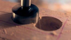 钻子在木头的机器孔 影视素材
