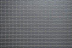 铁丝网正方形反对灰色背景的 库存图片