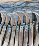 铁做了卖在地方市场上的镰刀 免版税库存照片