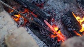 铁匠工作金属 工匠,私有铁匠铺的高地居民在村庄 燃烧注册铁匠的 股票视频