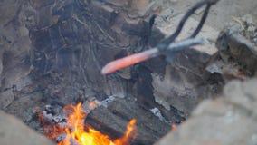 铁匠工作金属 工匠,私有铁匠铺的高地居民在村庄 燃烧注册铁匠的 影视素材