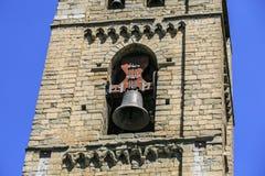 铁响铃在一个古色古香的教会里 免版税库存图片