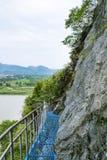 铁在峭壁的板条路 免版税库存图片