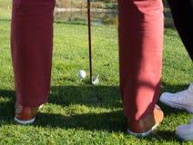 铁在高尔夫球场瞄准 免版税库存图片