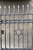 锻铁对犹太博物馆布拉格捷克的词条门 免版税库存图片