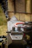 锻铁工艺品的一个小型作坊。 免版税库存照片