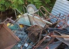 铁材料转储在再造废物汇集中心 库存图片