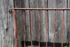 铁栏杆,生锈,木头,木材,困厄,外面 免版税库存照片