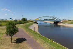 铁桥梁在德国横渡一条运河 图库摄影