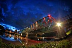 铁桥梁夜视图在清迈泰国 免版税图库摄影