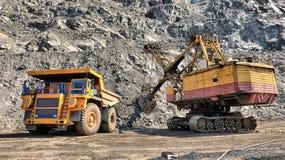 铁矿装货 免版税库存照片