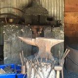 铁砧和工具 免版税库存照片