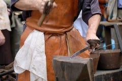 铁砧和锤子 免版税库存图片