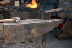 铁砧和锤子 库存图片