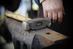 铁砧锤子 免版税库存照片