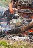 铁罐煮沸 免版税库存照片