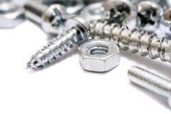 铁螺丝、木螺丝和螺栓的小收藏的宏指令有自由空间的 库存照片