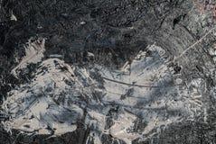 铁表面用白色老油漆的残余和黑颜色,背景纹理报道 免版税库存照片