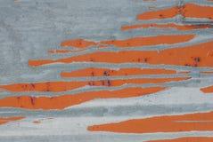 铁表面用老油漆,灰色和橙色颜色纹理报道,背景残余  库存照片