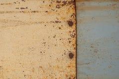 铁表面用老油漆,纹理背景报道 免版税图库摄影