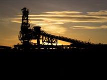 铁装入程序矿石船 免版税库存图片