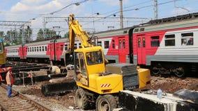 铁路修理  Leningradsky火车站和乘客--是莫斯科,俄罗斯的九个主要火车站之一 股票录像