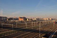 铁路和大厦在backgroung Lingotto 山麓 意大利 免版税库存图片