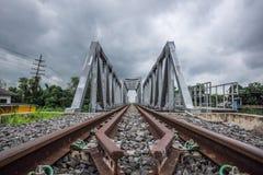铁路和桥梁横穿 免版税图库摄影