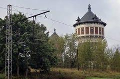 铁路和19世纪末的水塔 免版税库存照片
