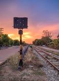 铁路在农村的信号杆 免版税库存图片
