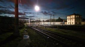 铁路在晚上 库存照片