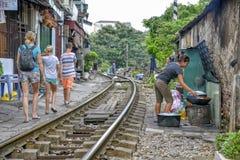 铁路在河内,越南 库存图片