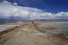 铁路在Chaka盐湖 免版税库存图片