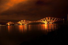 铁路桥在晚上 免版税库存图片