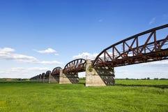 铁路桥废墟在Dömitz附近的 免版税库存照片