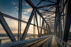 铁路桥日出 库存照片