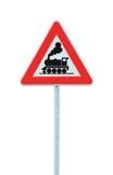 铁路没有障碍或门的平交路口标志前面路,当心火车路旁标志,在杆岗位的roadsign 图库摄影