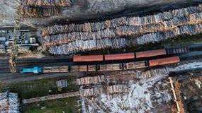 铁路联轨点顶视图 鸟` s眼睛视图 免版税库存照片