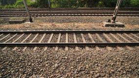 铁路路轨在印度 在行动的录影 股票视频