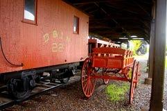 铁路车和行李购物车 免版税库存图片