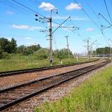 铁路轨道在乡下 免版税库存照片