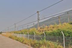 铁路近由Lantau高速公路 免版税库存照片