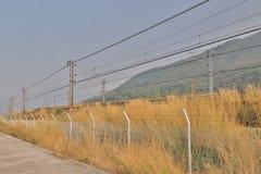 铁路近由Lantau高速公路 免版税库存图片