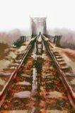 铁路进入薄雾灰色有薄雾的秋天早晨 免版税图库摄影