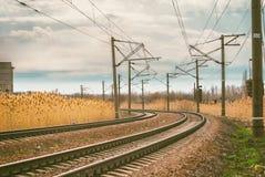 铁路风景,离开的路轨转动  免版税库存图片