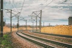 铁路风景,离开的路轨转动  免版税库存照片