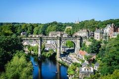 铁路高架桥看法在河Nidd, Knaresborogh的 库存图片